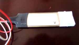 電子部品を振動させて動作するぬいぐるみを製造する方法